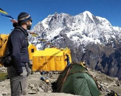 Trekker in Manaslu Circuit